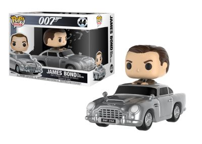 James Bond - James Bond w Aston Martin